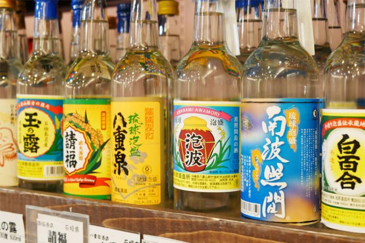 泡盛・古酒(くーす)の魅力と、おすすめの飲み方 | イエノミスタイル 家飲みを楽しむ人の情報サイト